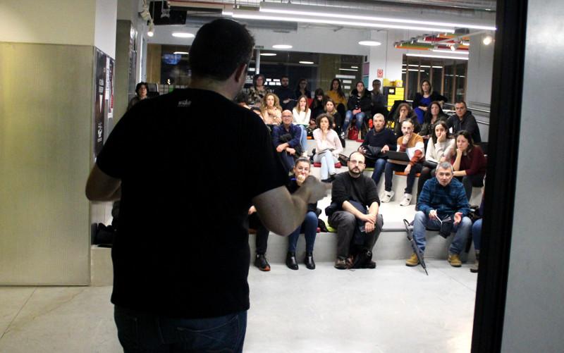Anxo Sánchez dando una charla organizada por EscolaWP