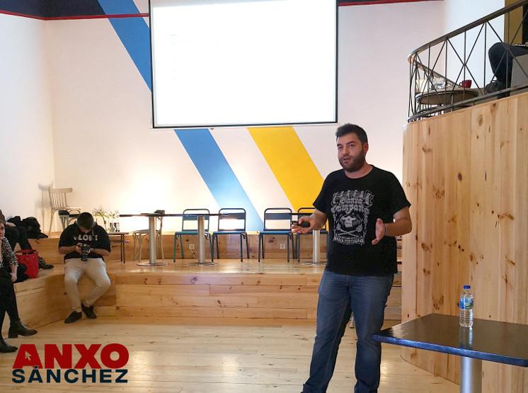 Anxo Sánchez dando una charla